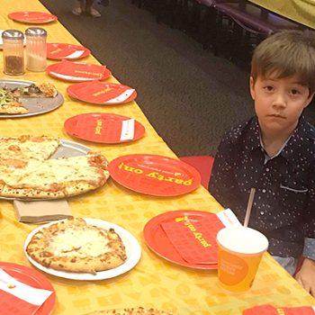 Niño invitó a 32 compañeros a cumpleaños y no llegó ni uno