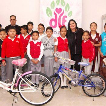 """DIF Río Bravo entrega bicicletas del programa """"Ayúdame a Llegar"""""""