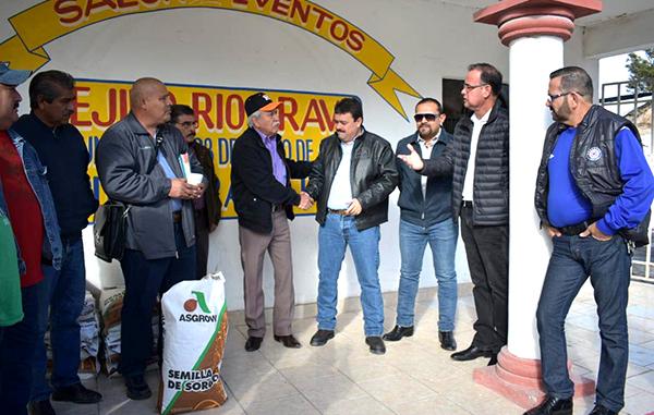 Reciben agricultores del Ejido Río Bravo semilla sin costo.