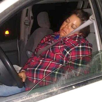 Funcionaria pública de Río Bravo, choca en estado de ebriedad y se queda dormida