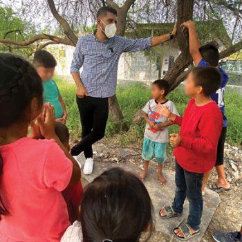 Josué Macias propone soluciones educativas para niños y jóvenes con necesidad