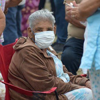 Personas de más 60 años continúan siendo recibidas en módulos de vacunación