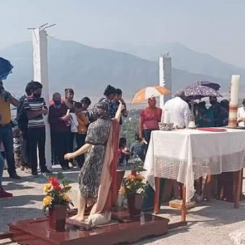 Realizan oraciones a Dios, para detener el incendio en Miquihuana