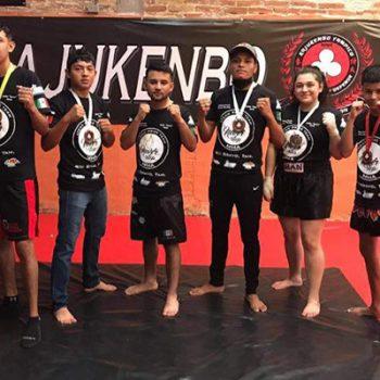 Jóvenes de Río Bravo vuelven a casa con 6 medallas de Kick Boxing